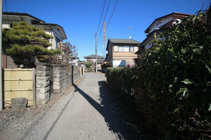 現況写真 敷地の西側にある道路を南から北に向かって撮影