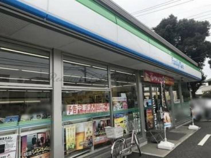 コンビニ 【コンビニエンスストア】ファミリーマート 稲毛穴川一丁目店まで999m