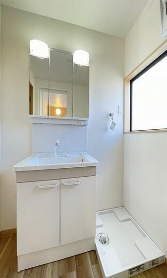 洗面化粧台 スタイリッシュですっきりした洗面台。