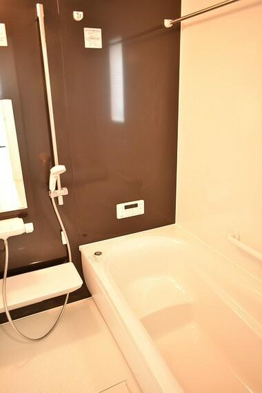 浴室 室内干しに便利な浴室乾燥機、暖房、涼風、24時間換気扇付きのシステムバスです