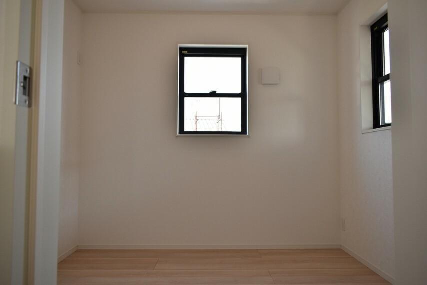 洋室 洋室4.5帖 趣味部屋、書斎部屋にも最適な広さのお部屋です