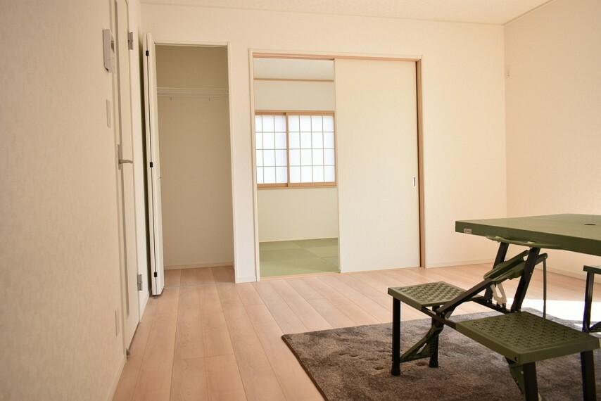 居間・リビング LDK14帖+和室4.5帖を合わせると18.5帖の広々としたお部屋になります お部屋の模様替えを考えるのも楽しみになりますね