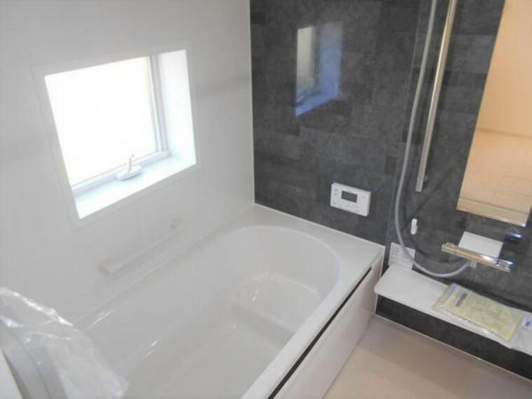同仕様写真(内観) 【同仕様写真・浴室】保温浴槽を採用し、追い炊きを抑えた省エネ仕様。