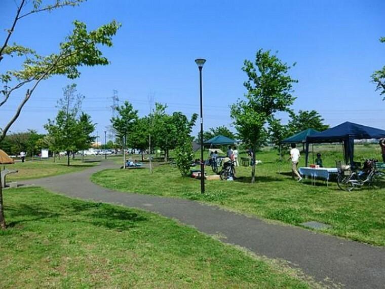 公園 稲城北緑地公園まで約715m、徒歩9分で、お子様やワンちゃんとのお散歩コースにおススメです!