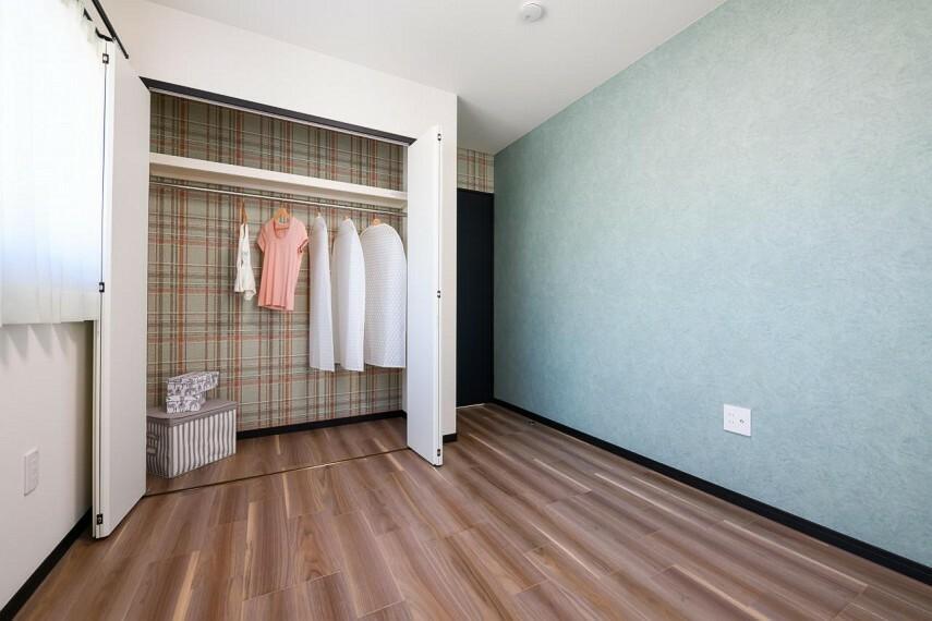 子供部屋 【18号地 洋室】各洋室にはクローゼットを完備。将来子ども部屋として、ベッド、机、本棚などが置けるちょうどいい広さになっています。