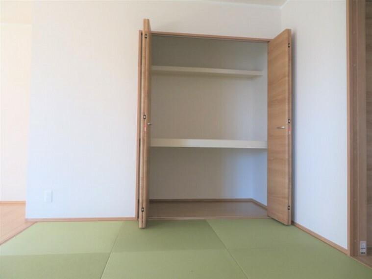 収納 お昼寝布団やおもちゃの収納にも便利。