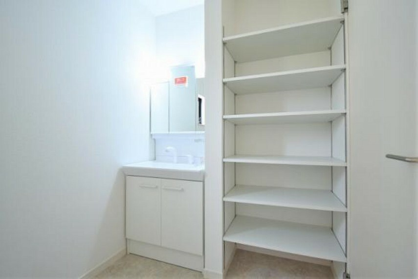 洗面化粧台 ゆとりの洗面スペースで身支度もスムーズにできます!