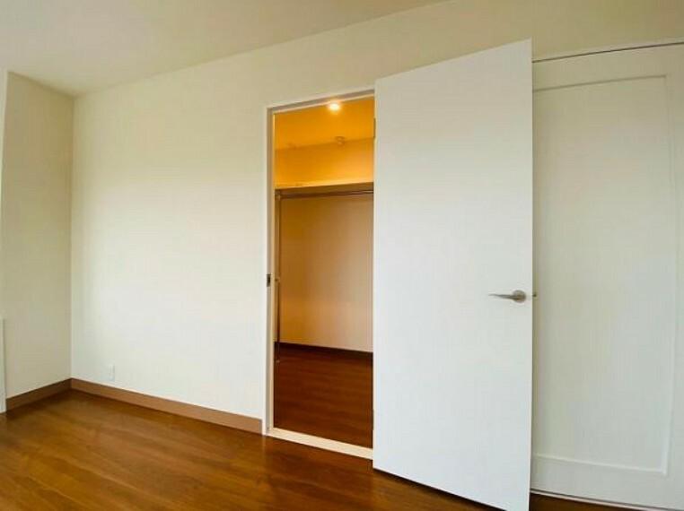 収納 SRC造地上12階建てマンションです