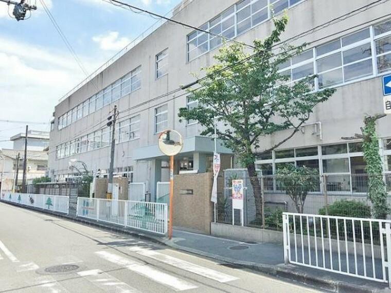 小学校 高井田東小学校まで徒歩約13分(約1000m)