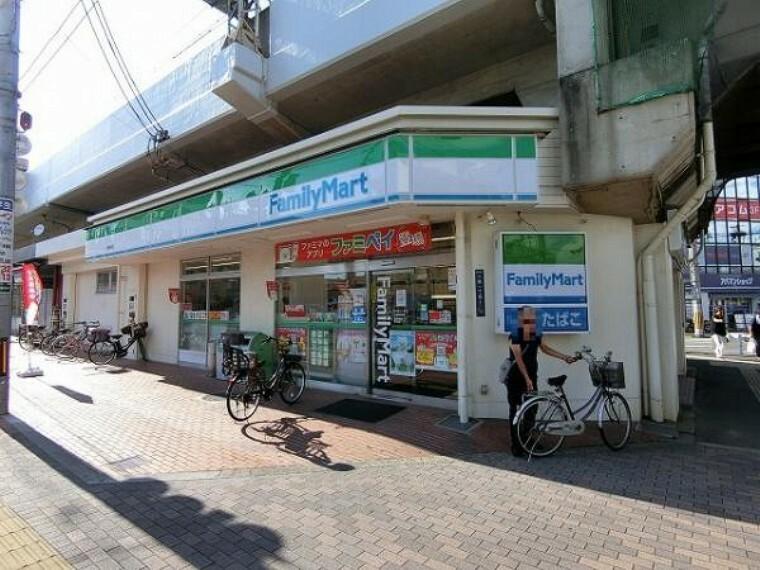 コンビニ ファミリーマート 小阪駅前店