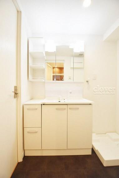 洗面化粧台 三面鏡付き独立洗面台