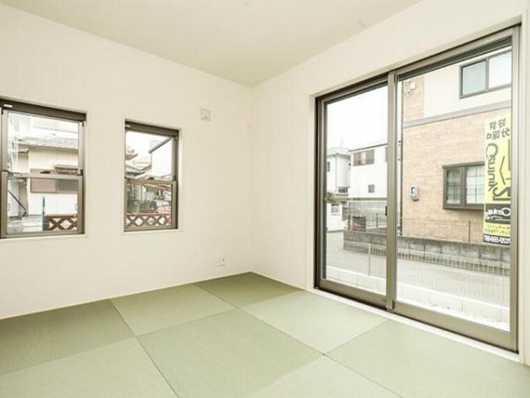 同仕様写真(内観) \同仕様写真/新しい畳の香りのする和室は、使い方色々。客室やお布団で寝るときにぴったりの空間ですね。