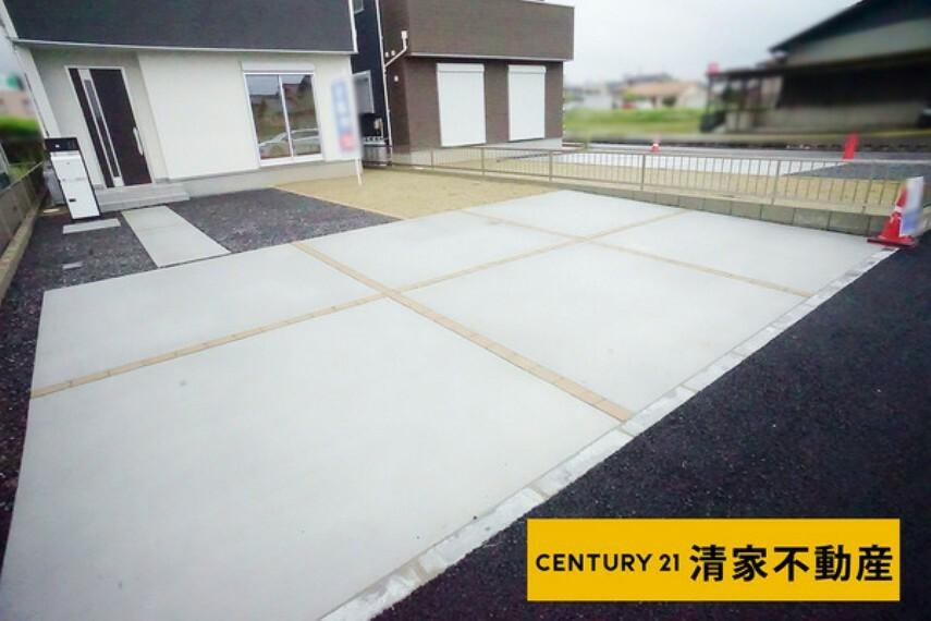 現況写真 2号棟:並列駐車3台分あり!(2021年07月撮影)