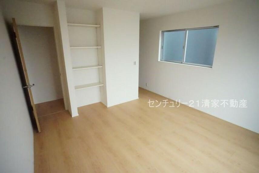 洋室 2号棟:全居室収納ありで住空間スッキリ!(2021年07月撮影)