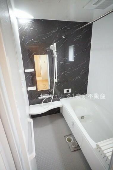 浴室 2号棟:浴室乾燥機で雨の日でも楽々お洗濯!(2021年07月撮影)
