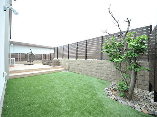 参考プラン完成予想図 【当社施工例】  お友達を呼んでBBQや夏にはプール、趣味の家庭菜園などたくさんの思い出が作れる広いお庭。周りからの視線も気にせず楽しめるお庭施工です。
