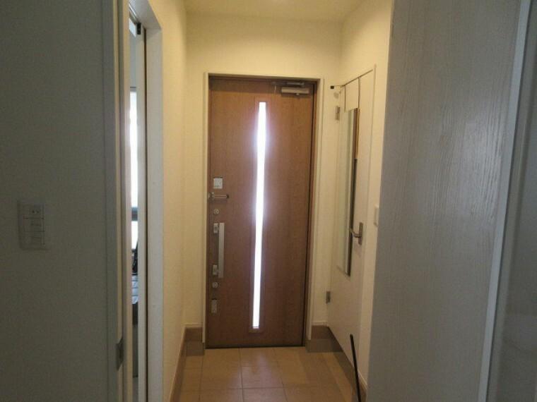 玄関 シューズインクローゼット付で散らかりがちな玄関もスッキリ