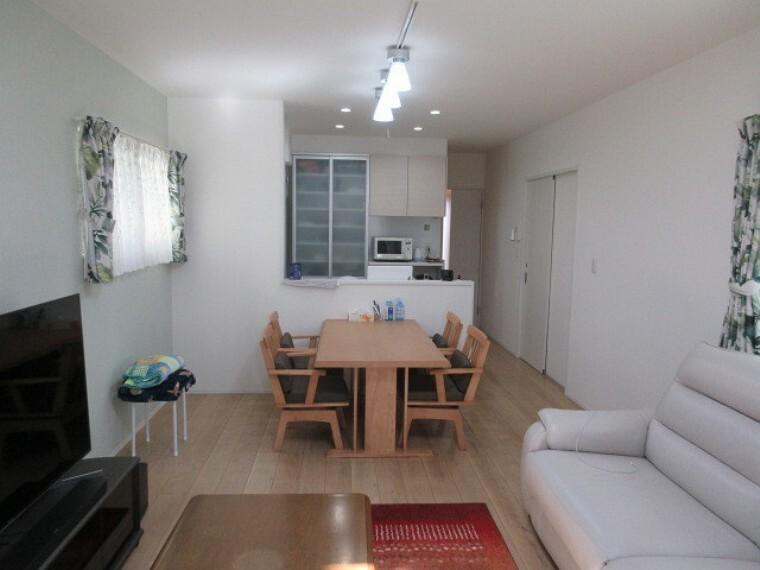 居間・リビング ご家族をいつも身近に感じられる対面式キッチンのLDK