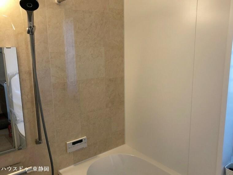 浴室 オートバス機能付きの浴室。ボタンひとつで湯張りが完了します。