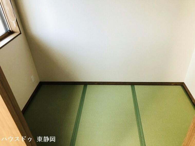 和室 一階3帖畳コーナー。リビングから出入りできます。お子様の遊び場や、お昼寝スペース等に利用できます。