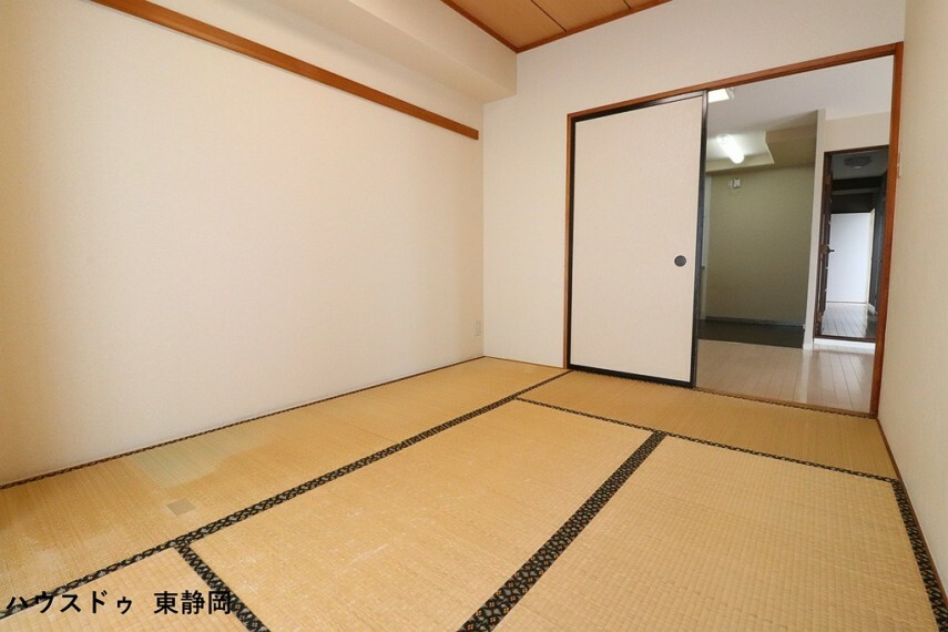 和室 6帖和室。キッチンからも様子が伺えるので、お子様の遊び場にしても安心ですね。