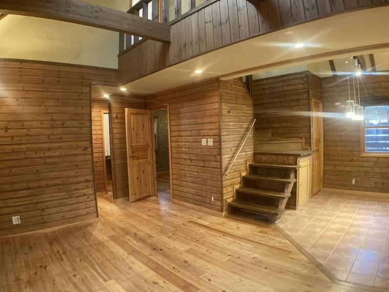 専用部・室内写真 ・ナチュラルな素材で建てられた  自然のぬくもりあふれるリビング