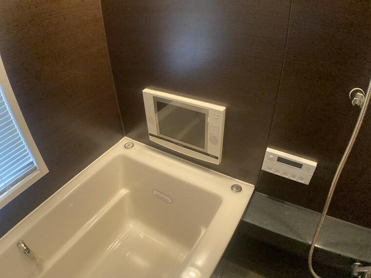 浴室 ・浴室はテレビ付きでゆったり過ごせます