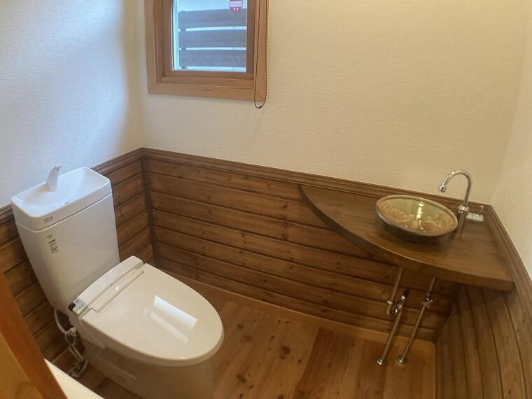 トイレ ・トイレには快適な温水洗浄便座付き