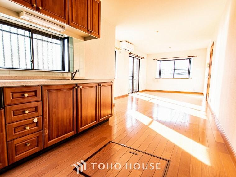 ダイニングキッチン 空気感という居心地の良いBGMは、暮らしのステージを彩り、心のやすらぎと満足感を与えてくれます。