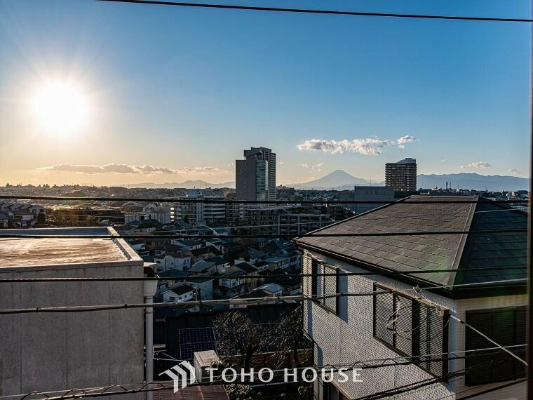 眺望 この開放感ある眺望と共に閑静な住宅街の季節感を演出する四季折々の変化を楽しめる心地よい場所となることでしょう。