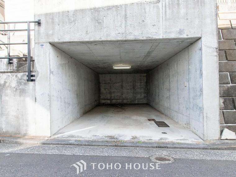 駐車場 敷地内に駐車スペースがあると、日々の暮らしのをスムーズに運ぶ事が出来ます。