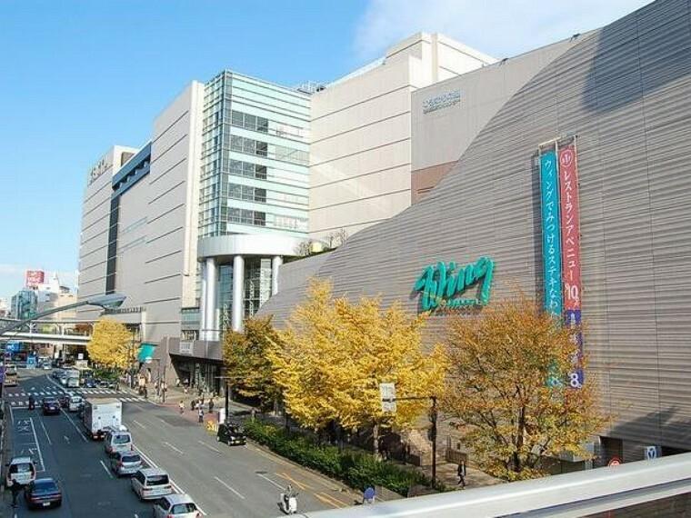 ショッピングセンター ウイング上大岡(上大岡駅直結のデパート。グルメ・ファッション・インテリア・雑貨まで豊富に扱う百貨店。ここにくれば何でも揃いそう。)