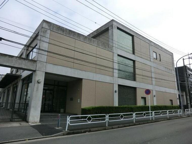 病院 上大岡診療所(上大岡駅から徒歩5分。内科の他、循環器科、消化器科、精神科を診療している病院です。)
