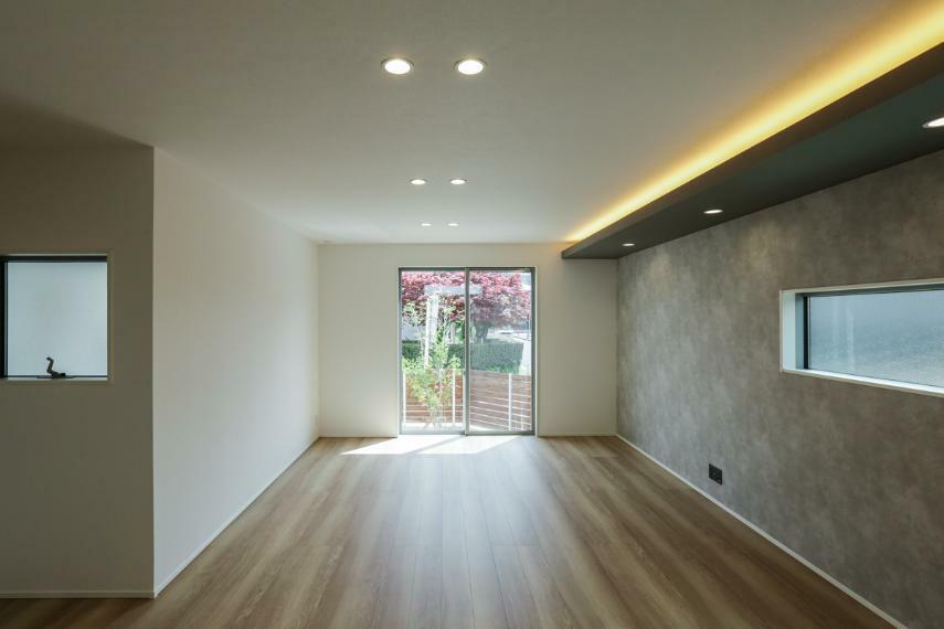 リビングダイニング リビング・ダイニングはデザイン性の高い折り下げ天井×間接照明を採用し、優美な空間に仕上げました。(2号棟)