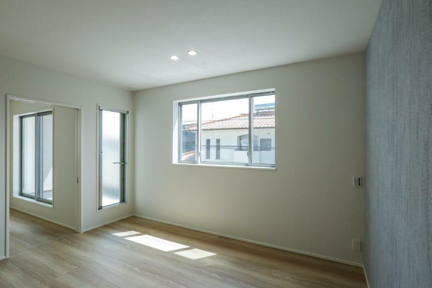 寝室 主寝室と洋室は建具の開閉で、続き間としても独立室としても利用できます。(2号棟)