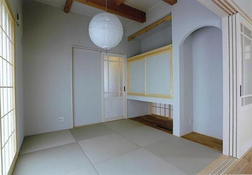 和室はホッとするようないぐさ香る癒しの和の空間です。