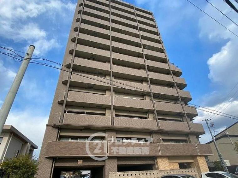 外観写真 SRC造13階建てマンションです