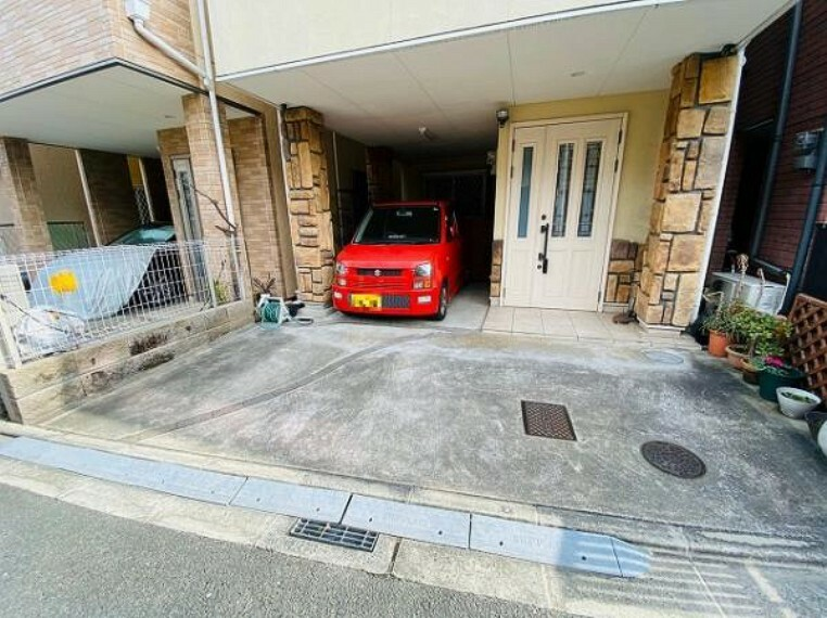 駐車場 軽自動車2台駐車可能!