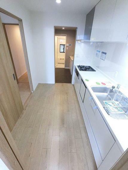 キッチン キッチンから洗面室へ 家事動線が良いですね