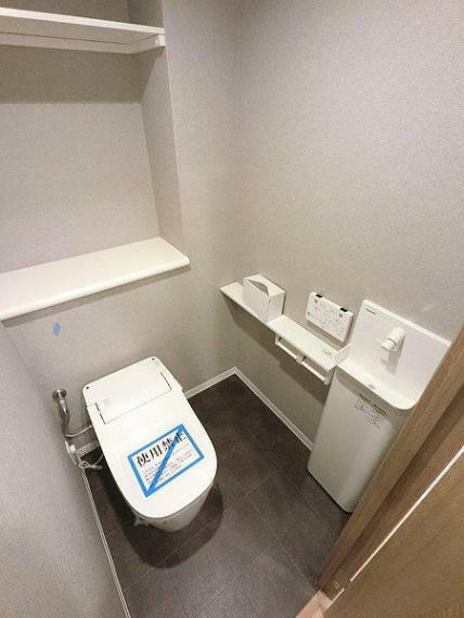 トイレ トイレ新調 洗浄便座付き ダブルペーパーホルダー 収納棚あり