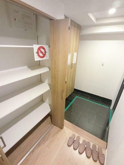 玄関 下足箱と収納