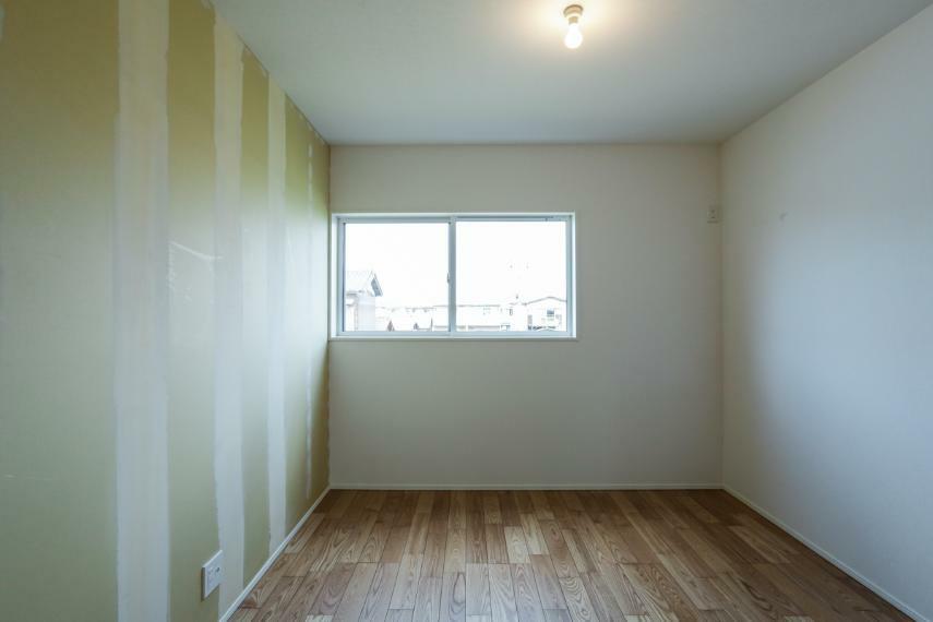 洋室 全洋室2面採光で日当たり・風通し良好です。(クロス未施工・お好きなクロスをお選び頂けます)(2号棟)