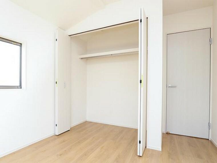 \同仕様写真/充実した収納スペースなので、お子様が大きくなって、荷物が増えてもたっぷり収納しておけますね