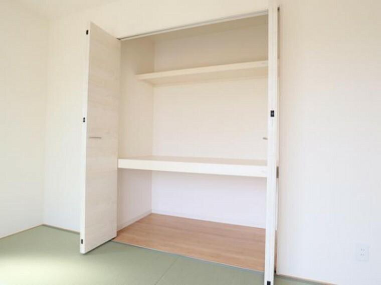 \同仕様写真/お布団も収納できる広々とした押入れは、季節のものもたくさん収納しておける便利なスペースです!
