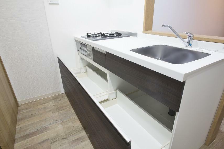 キッチン キッチンは対面式のキッチンに変更しました!以前の間取とはキッチンの位置も変わりました!