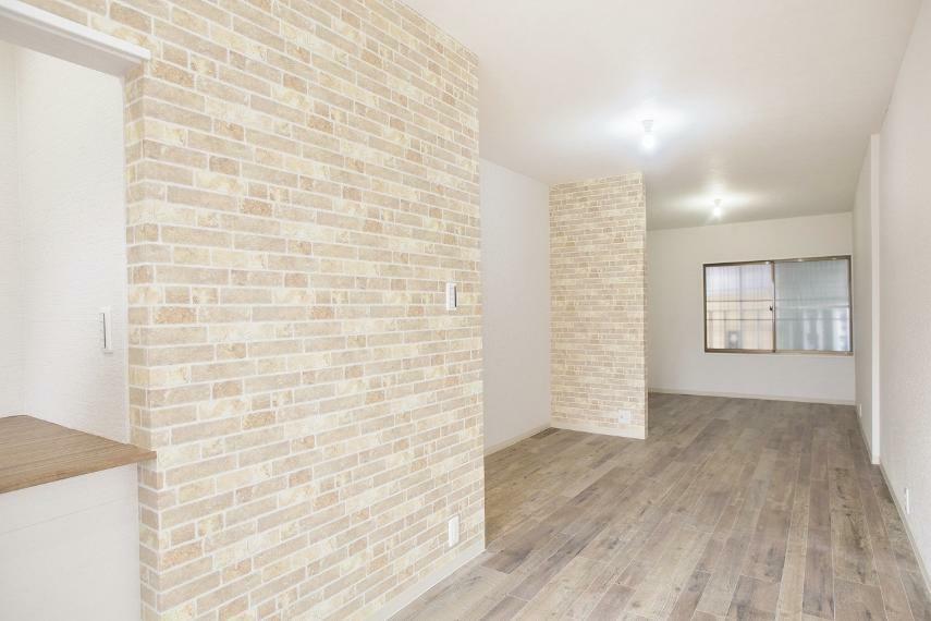 洋室 2階部分は小さいお部屋が3部屋ありましたが思い切って12帖の広々洋室に変更!
