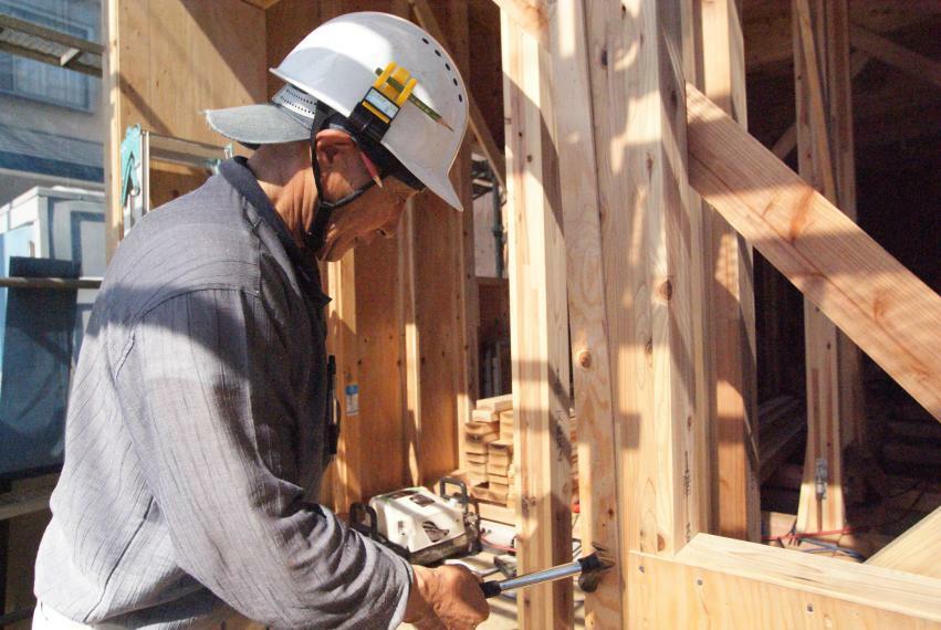 同仕様写真(内観) 従来の在来工法にプラスαで地震に強い耐力面材のハイべストウッドを施工、耐震性がアップ。断熱性も等級4の優れた性能。そして大切なのはそれを施工する人です。弊社専属の熟練した職人さんがしっかりと責任を持って施工しております。安心をご提供いたします。