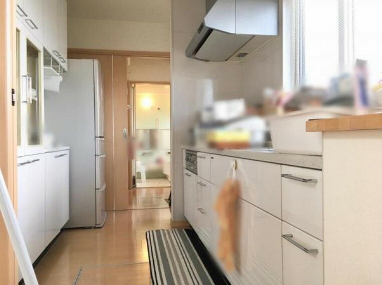 キッチン <2020/12/21撮影>収納力のあるシステムキッチンは生活感を感じさせないおしゃれな空間を実現。