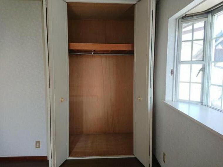 収納 【リフォーム中】2階南側8帖洋室の収納スペースです。お洋服やご趣味の収納スペースにいかがでしょうか。一部屋に一つの収納スペースなのでお部屋がスッキリと片付きますよ。