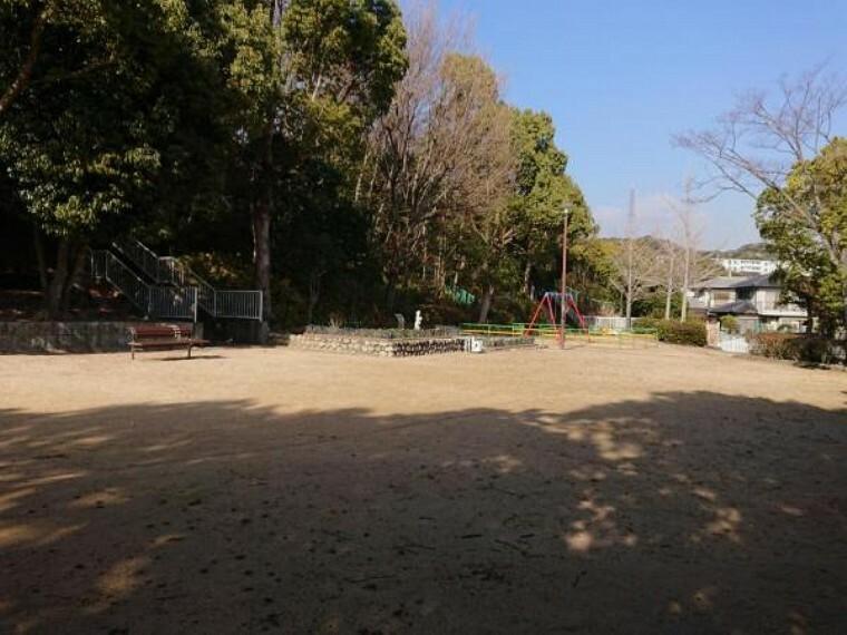 公園 【近隣写真】菅の台西公園まで約30mです。近くに公園があるとお子様にも良いですね。